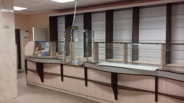 Торговое оборудование витрины, кассы под аптеку,магазин.
