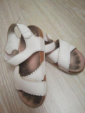 Sprzedam sandały dziewczęce firmy h&m rozmiar 28