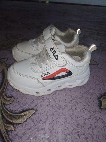 Продам модні кросовкі