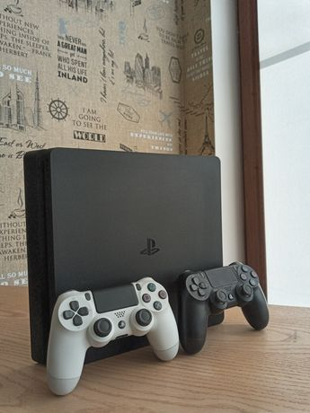 PlayStation 4 slim 1 tb.