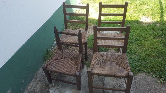 Cadeiras pequenas