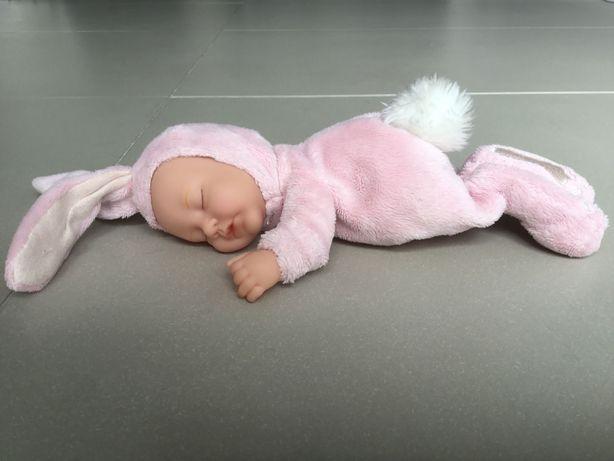 Lalka by Annie Geddes różowy króliczek