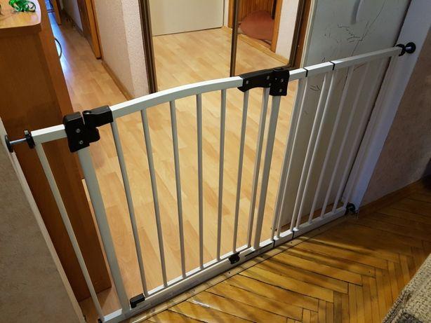 Защитный барьер, ворота, ограждения для детей.
