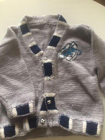 Trzy nowe sweterki dla chłopca