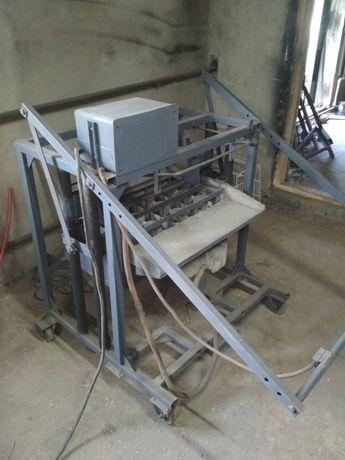 Станок для виготовлення блоків будівельних, шлакоблоків.