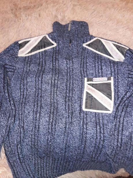 Продам зимний теплый свитер на подростка