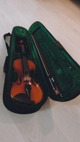 Скрипка  2/4 практично нова