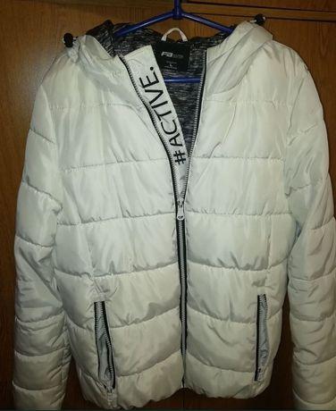 Женская курточка белая
