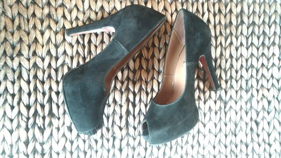 Sapatos Pretos Camurça