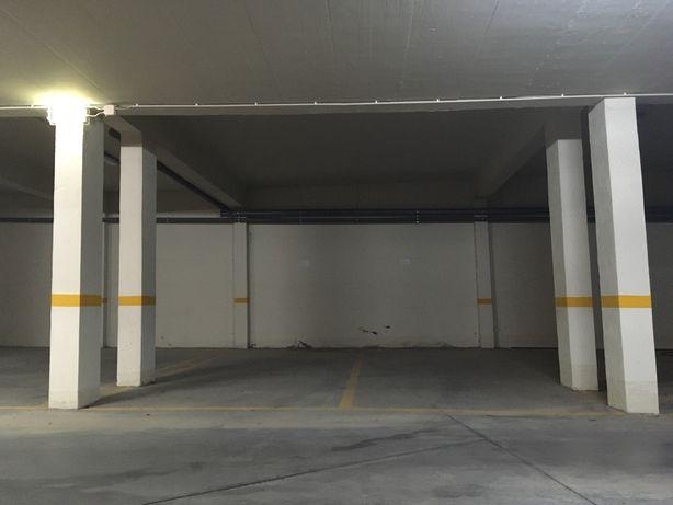Lugar de estacionamento / garagem duplo