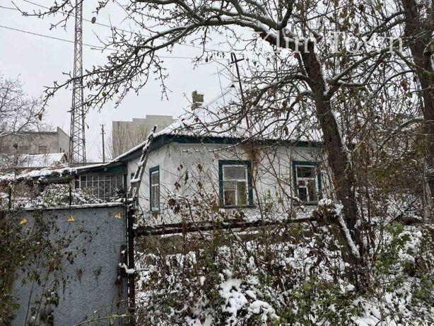 Продається будинок під капітальний ремонт в р-ні міської ради