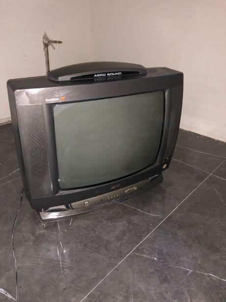 Телевизор LG. Диагональ 50 см.