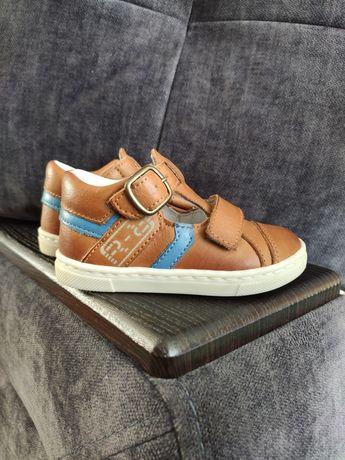 Продам сандалики для хлопчика