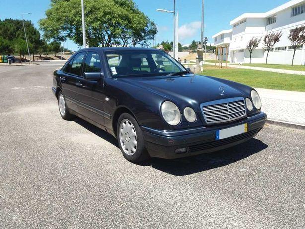 """Mercedes Azul Escuro, versão """"Elegance"""" de 6 cilindros a gasóleo"""