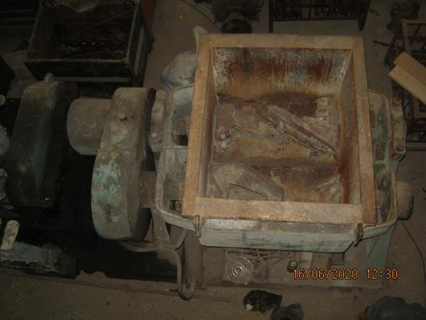 Кормозмішувач ЗШ-250-250 двогвинтовий.
