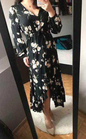 Czarna sukienka w kwiatki