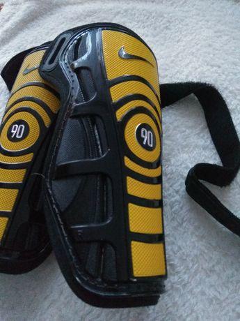 Ochraniacze piłkarskie na piszczele Nike 90