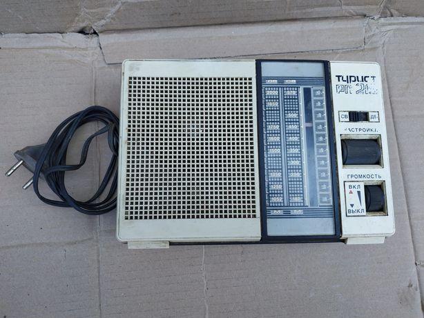 Советский радиоприемник радио турист РП-215 ссср