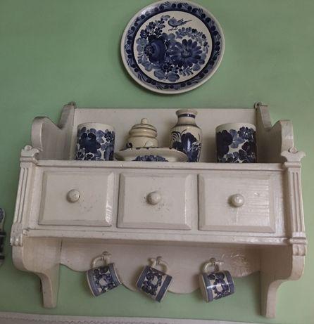 Stara wisząca szafka kuchenna
