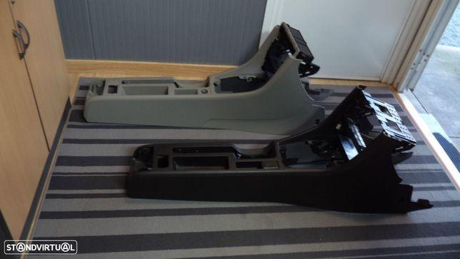 consola Audi A4 B6 ,B7 (2 DIN) em bom estado com bastidor (so em cinza escuro)