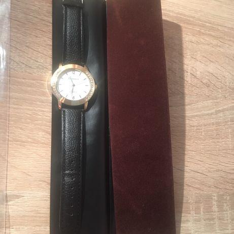 На подарок - Часы + чехол!