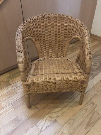Krzesełko dla dziecka w wikliny
