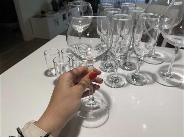 Посуд, бокали, рюмки. Для вина, шампанського