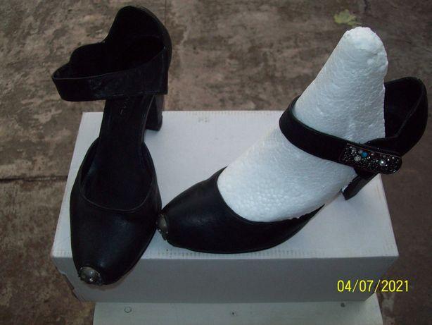 Туфли женские.цвет чёрный.импортные.р.38