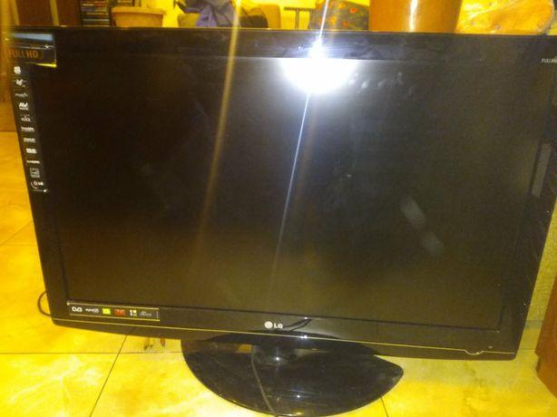 Телевизор LG, 42 дюйма, рабочий, но иногда появляются полосы на экране