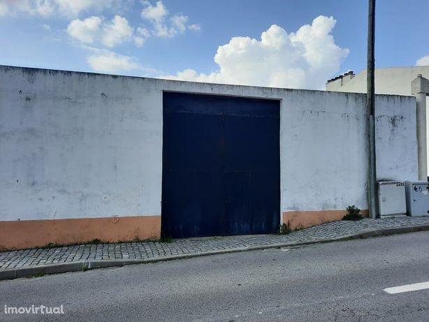 Barracão destinado a garagem e Armazém