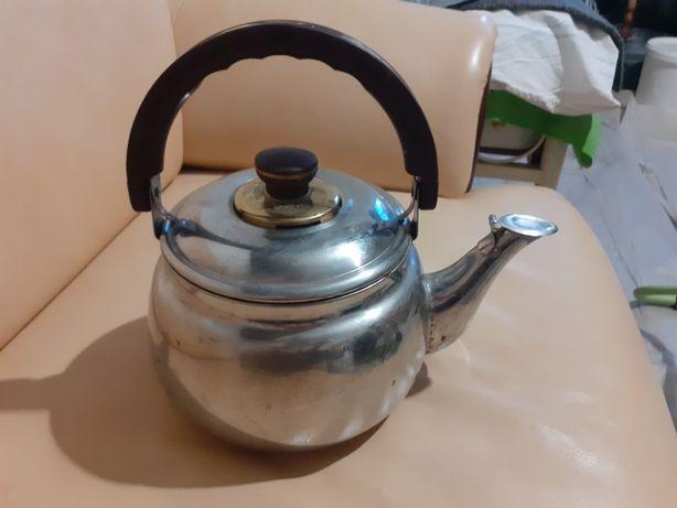 Продам чайник б/у на 3л в нормальном состоянии,не течет