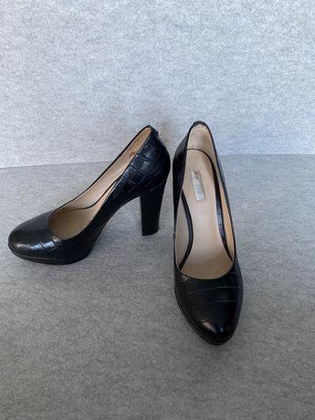 Sapatos de salto Guess pretos