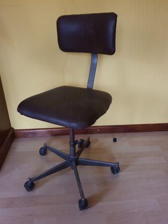 Fotel metalowy obrotowy PRL