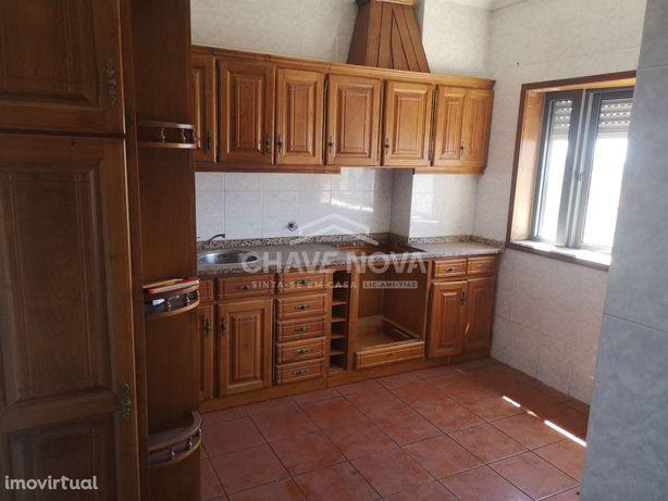 JD - Apartamento T2 em zona habitacional em Vilela - Paredes