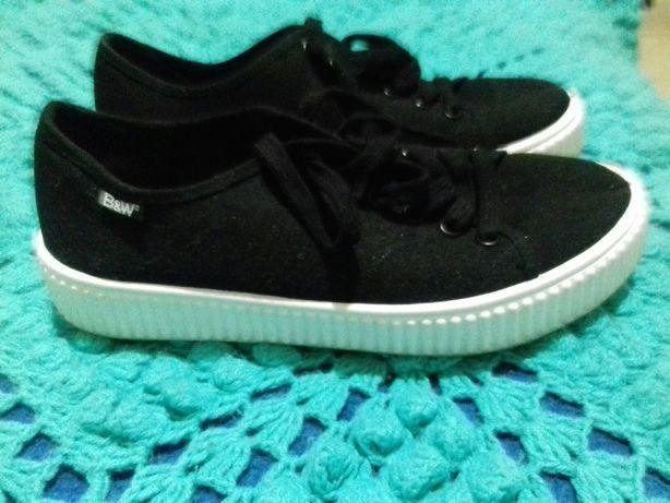 Sapatilhas B&W em preto