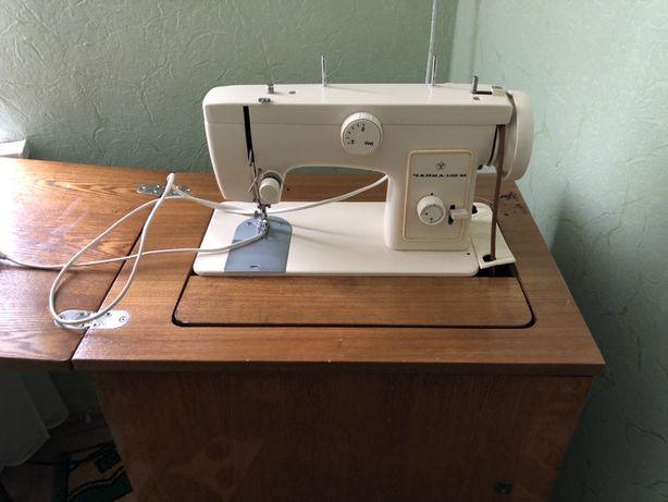 Швейная машина Чайка 132М с тумбой