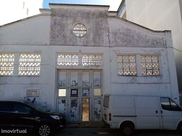 Armazém (Rúina) para Venda em Portimão