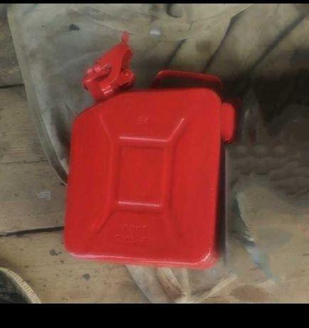 Канистра на пять литров для бензина,дизтоплива и из нерж.для пищев пр.