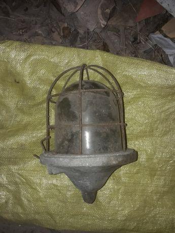 Stara lampa przemysłowa