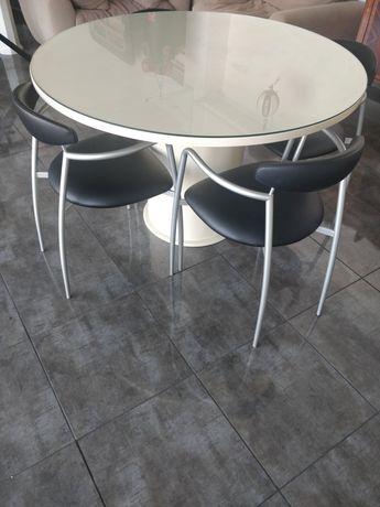 Mesa redonda com vidro temperado e 4 cadeiras