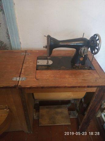 Швейную ножную машинку Подолка