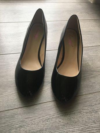 Туфлі нові зручні 39,5- 40 розмір. на повну ногу