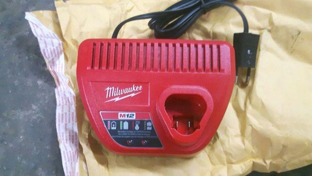 Milwaukee M12 ładowarka 12v