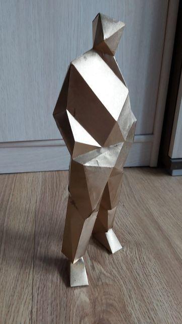Figurka mężczyzny w garniturze z papieru - GOLD