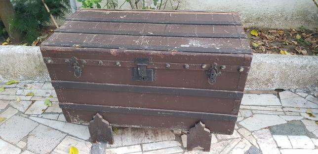 Arca de madeira muito antiga