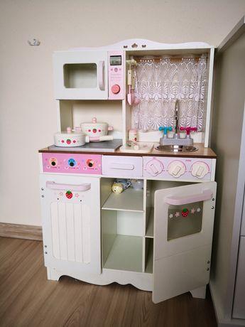 Kuchnia drewniana dla dziewczynki
