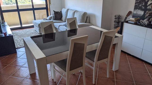 Mesa de jantar + 4 cadeiras