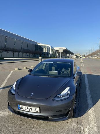Tesla model 3 Long Range Dual Motor Performance
