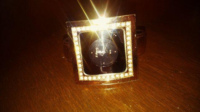 Часы женские позолоченные
