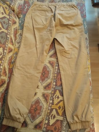 Spodnie jeansowe firmy Bershka